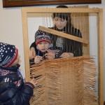 Черкесская местреица с маленькими посетителями